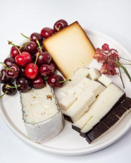 מגש שלישיית גבינות לבן